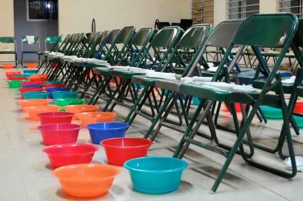 Tupperware pays tithe on Adventist foot-washing bowl contract